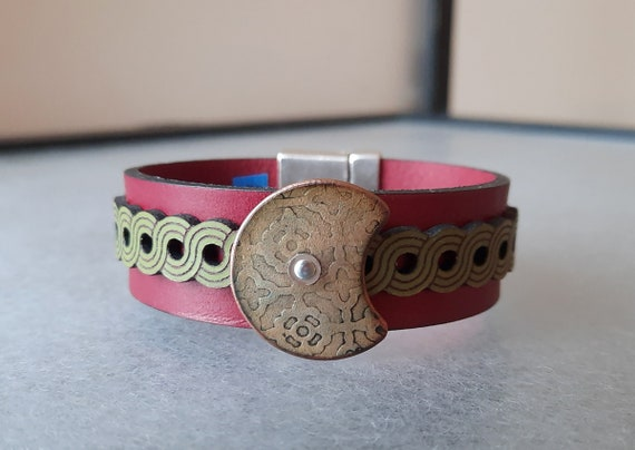 COLOR POP! Rising Moon Leather & Basse-Taille Enamel Bracelet