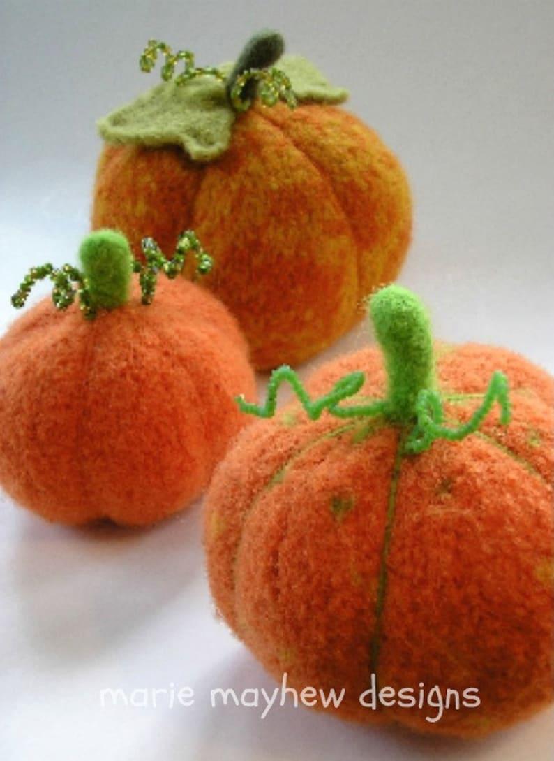 PATTERN-BOOKLET. A Knit & Felt Harvest Pumpkin Pattern image 0
