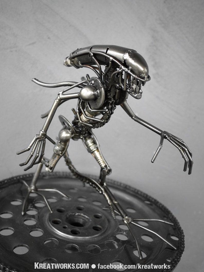 Mini Metal Monster : tail down small item image 0
