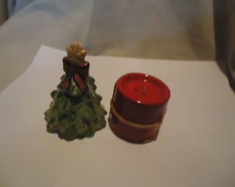 Vintage Christmas Tree & Present Set Of Salt and Pepper Shakers, Have Stoppers, collectable