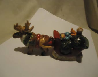 Vintage Reindeer Pulling Sleigh Of Presents Magetic Set Of Salt and Pepper Shakers, Have Stoppers, collectable