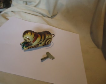 Vintage Tin Litho Cat That Chases Ball Wind Up Toy With Key, collectable