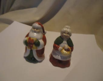 Vintage Santa & Mrs Clause Christmas Set Of Salt and Pepper Shakers, Have Stoppers, collectable