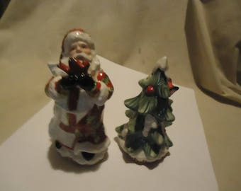 Vintage Santa Claus Holding Red Bird & Christmas Tree Set Of Salt and Pepper Shakers, Have Stoppers, collectable