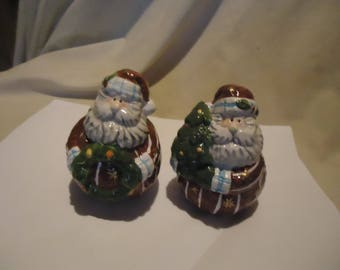 Santa Claus Set Of Salt and Pepper Shakers, Have Stoppers, collectable