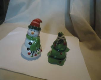 Vintage Snowman & Christmas Tree Set Of Salt and Pepper Shakers, Have Stoppers, collectable