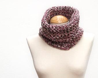 Crochet neck gaiter, woman neck gaiter, brown cowl, scarf tube, network neck warmer, crochet neck cowl, brown scarf, light scarf