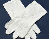 Vintage Gloves History- 1900, 1910, 1920, 1930 1940, 1950, 1960 Size 612 Floral Embroidered Sueded Cotton White 2 Button Wedding Type Shorties $12.00 AT vintagedancer.com