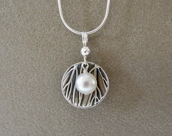 Pearl dish necklace