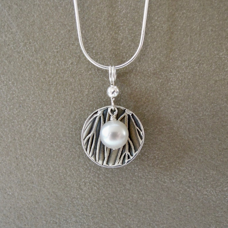 Pearl dish necklace image 1