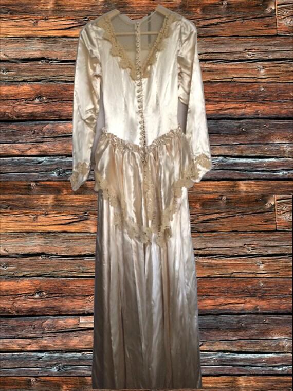 Classic 1930's cream satin wedding dress - image 2