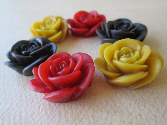 10pcs Natural Dried Flowers Handmade Resin Cabochons18mmMixed Colours