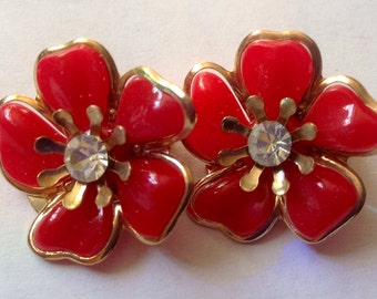 Vintage Flowers Red Plastic Petal Gold-tone Clip-On Earrings New Old Stock 1960s Mod Sparkly