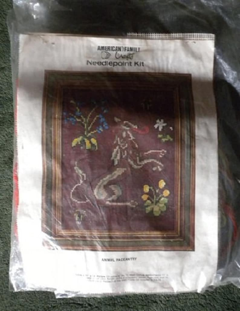 1970s American Family Crafts Animal Pageantry Medieval Lion Celtic 10ct Crewel Yarn Needlepoint Picture Craft Kit NewOld in Pkg