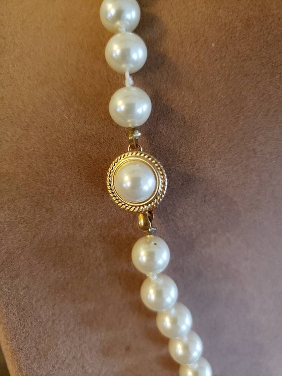 Vintage Knotted Faux Pearl Necklace | Single Stra… - image 6