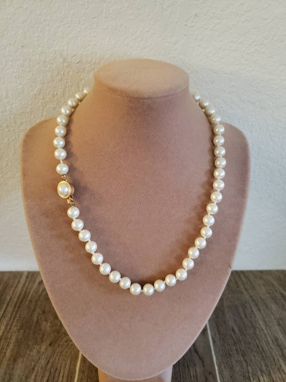 Vintage Knotted Faux Pearl Necklace | Single Stra… - image 1