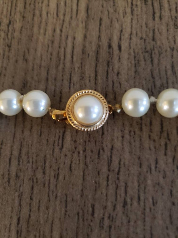 Vintage Knotted Faux Pearl Necklace | Single Stra… - image 4
