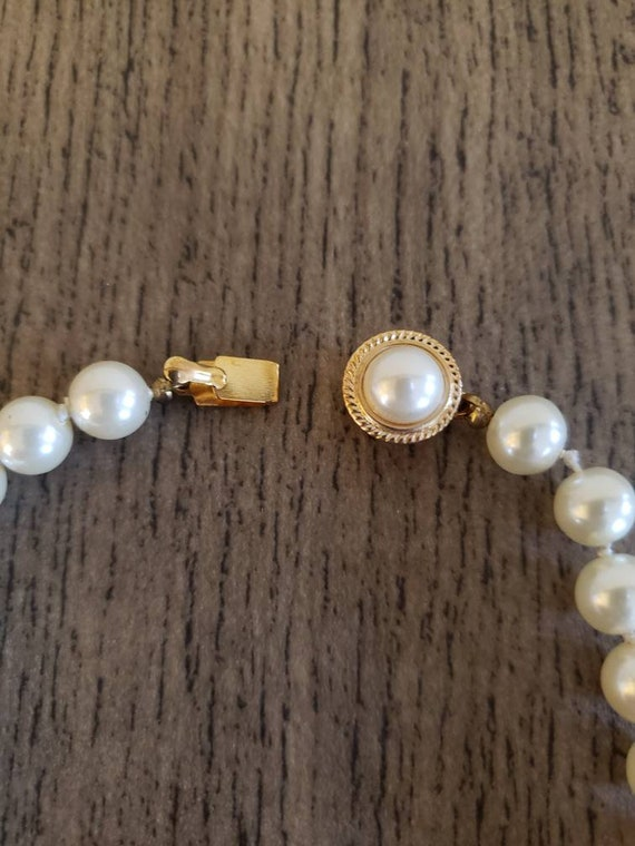 Vintage Knotted Faux Pearl Necklace | Single Stra… - image 3