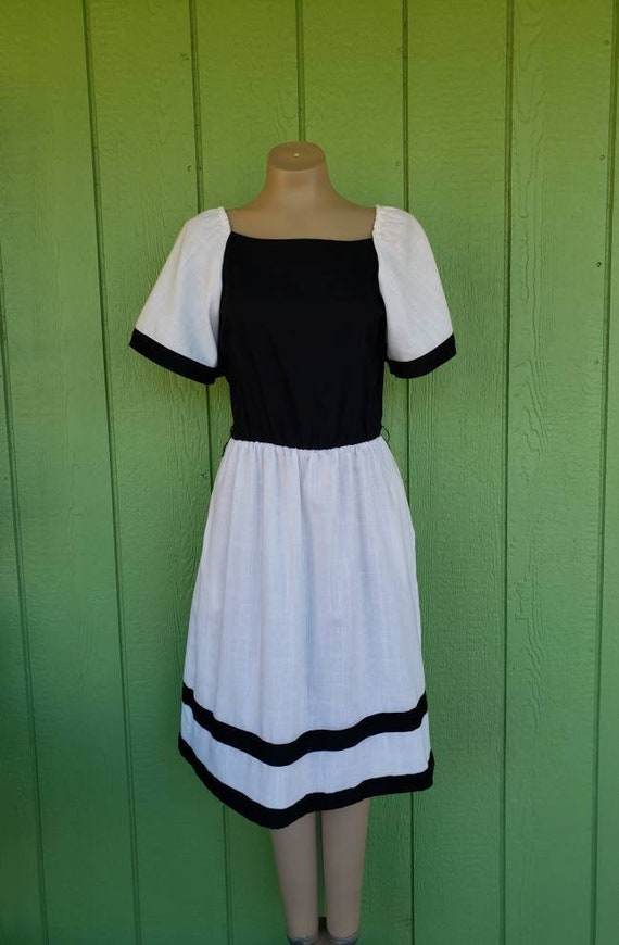 Vintage 1970's Cotton 2 Tone Day Dress, White and