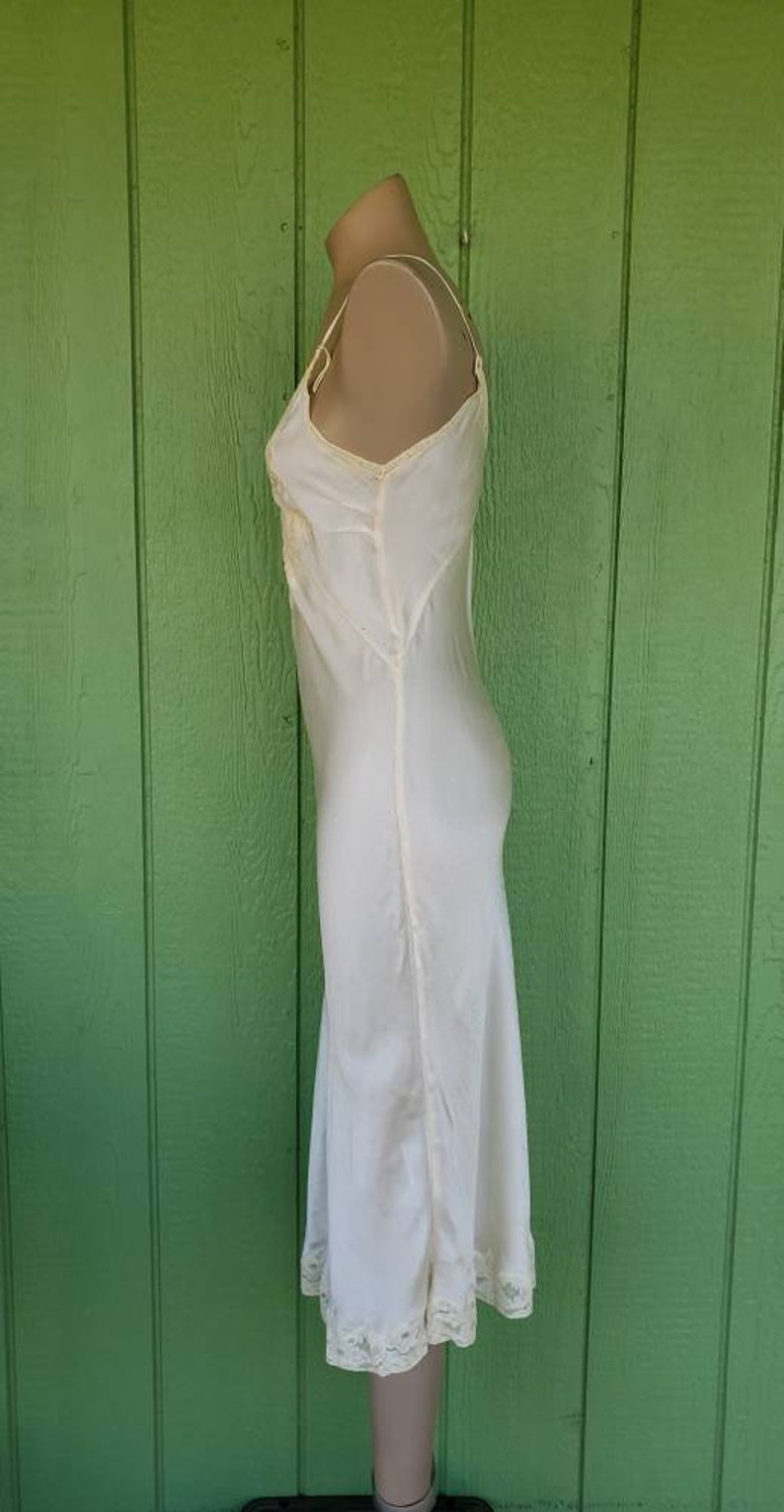 Small 32 Bust Vintage 1930/'s Bias Cut Silk Full Slip Cream Silk 1930/'s Slip Lace Accents