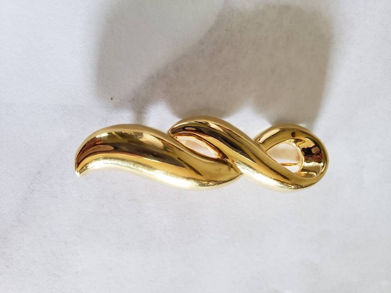 Vintage Goldtone Brooch by Monet 1970/'s Gold Tone Pin or Brooch by Monet
