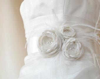 Ivory Bridal Belt, Ivory Bridal sash, Ivory Floral Bridal Belt, Ivory Bridesmaids Sash, Flower Wedding Sash, Ivory Wedding Dress Belt
