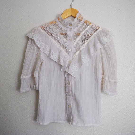 Jessica's Gunnies Vintage Blouse with three quarte