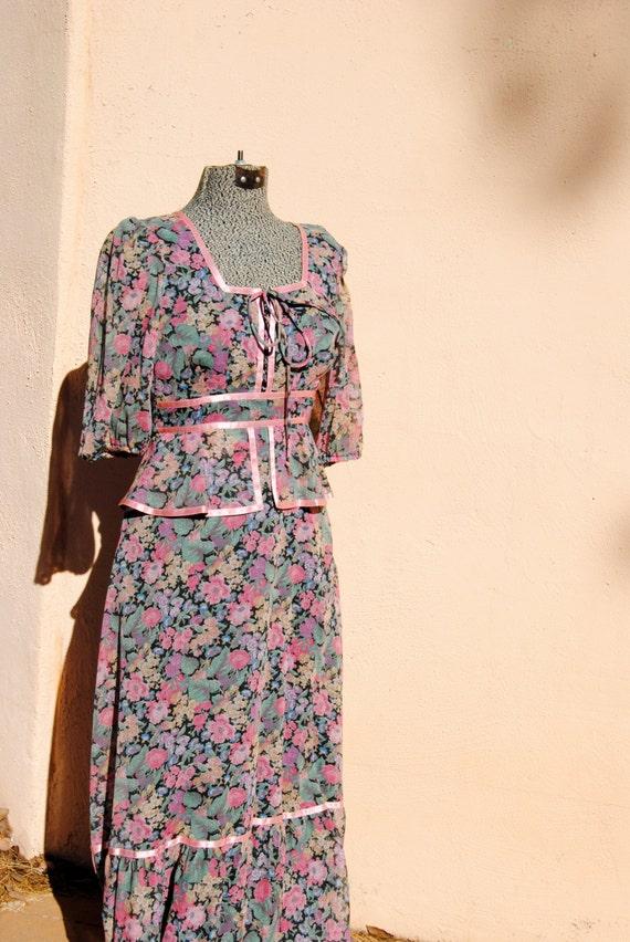 Vintage 1970's Floral Peasant Dress