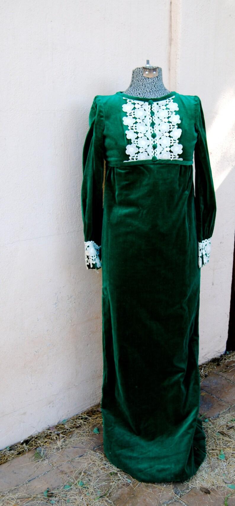 Vestido de terciopelo verde esmeralda