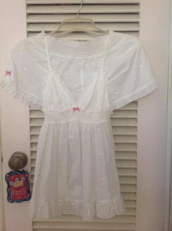 Victoria's Secret white cotton eyelet top and slee