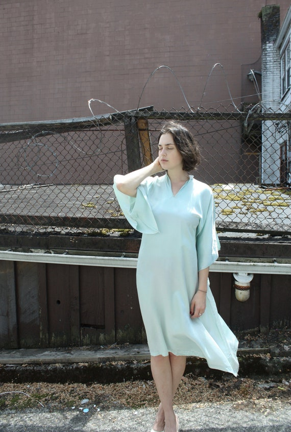 Vintage 1940s Holoku Dress // 30s 40s Pale Mint Gr