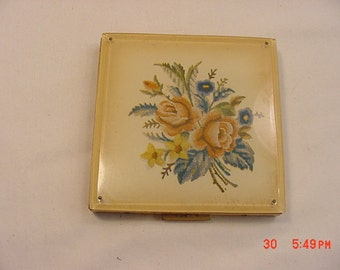Vintage Richard Hudnut Three Flowers Compact 11 597 Etsy