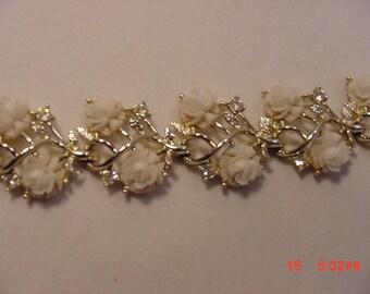 Vintage Simmons White Flower Blossom Bracelet  16 - 829