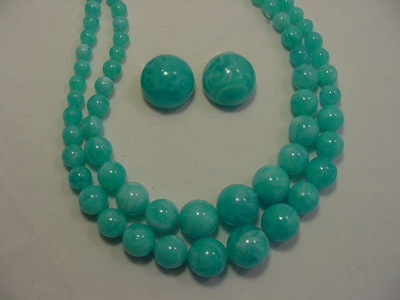 Vintage Hong Kong Marbled Blue /& White Plastic Bead Two Strand Adjustable Necklace And Clip On Earring Set 19-370