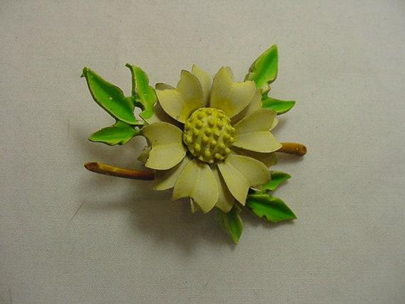 Vintage Enamel On Metal flower Blossom Brooch /& Clip On Earring Set  19-972