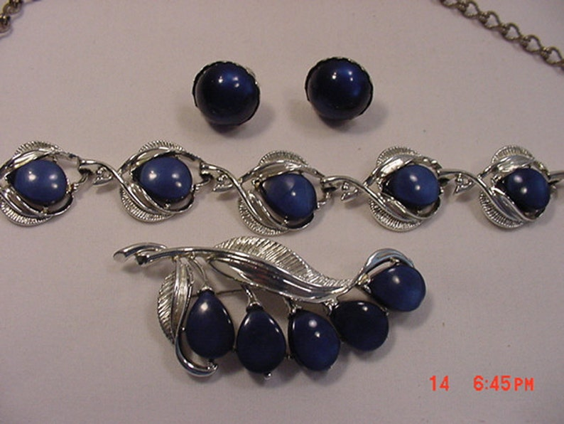 Vintage Adjustable Necklace Brooch /& Screw On Earring Set  17-328