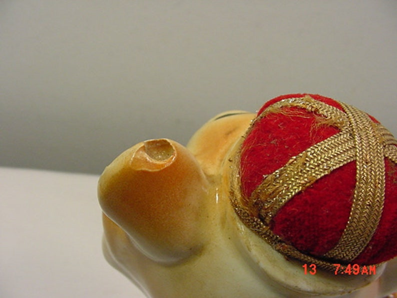 Scissor Holder /& Tape Measure Figurine  18-1648 Vintage Ceramic Lion Sewing Pin Cushion