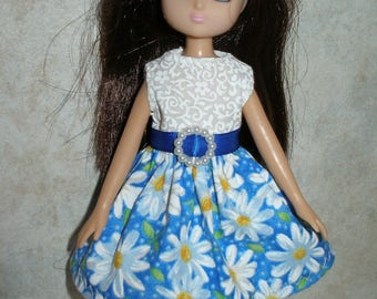 "Handmade 7"" doll clothes for Lottie - Blue and White Daisy Print Dress"