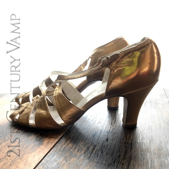 Glamorous 1920s Gold Leather Shoes with Crossover