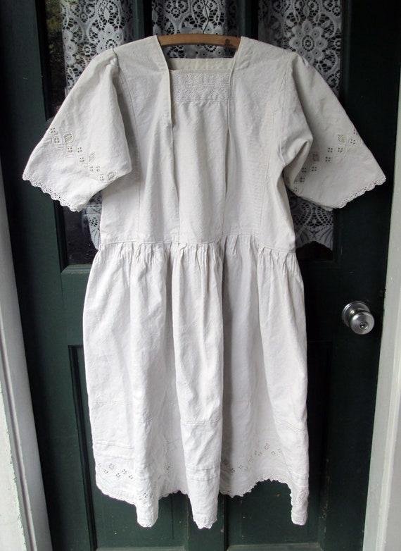 ON SALE Antique Linen Romanian Dress//Peasant//Ha… - image 3