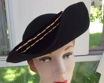 9f6f512977d Vintage 1940s Hat New York Creations Label Black Felt Velvet   Gold Color  Trim