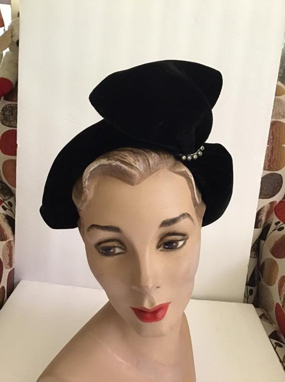 Vintage 1940's Hat Black Velvet Hat With Rhineston