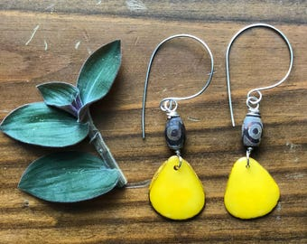 tagua nut earrings, yellow tagua slice earrings, tribal tagua and agate earrings , tagua nut jewelry