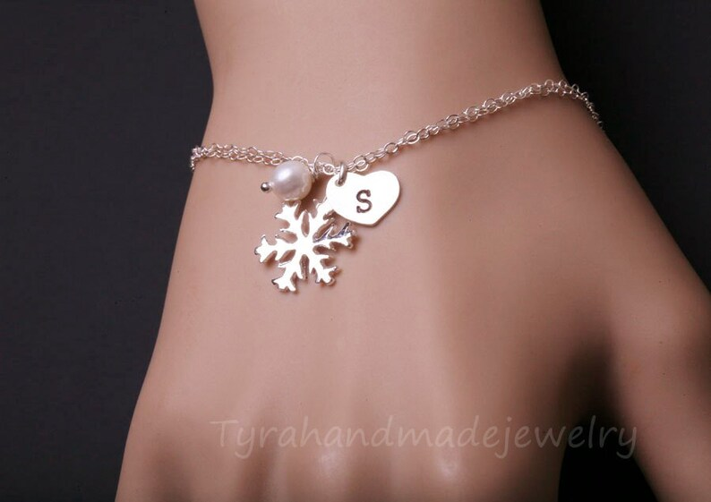 Personalized snowflake bracelet,heart initial tag,Monogram heart,hand stamped,custom font,WINTER WEDDING,Christmas gift,Bridesmaid Gift