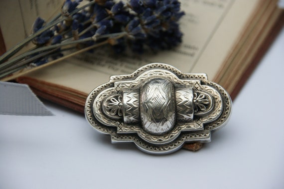 Antique - Victorian - Aesthetic movement - Brooch