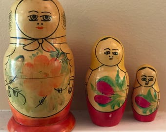Vintage Matryoshka Dolls RUSSIAN NESTING BABUSHKA Doll - old 1960s Antique Stacking Dolls