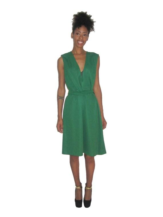 Vintage Green Sleeveless V-Neck Belted Mod Dress