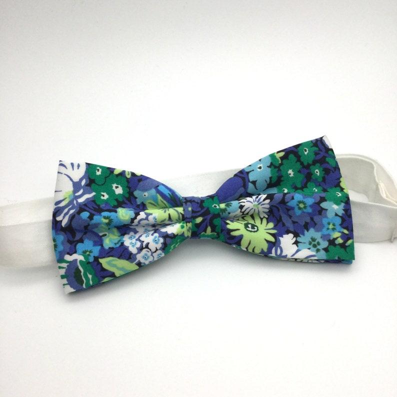 b8d708559e43 Mens Floral Bow tie Green Blue Floral Classic Liberty Print   Etsy