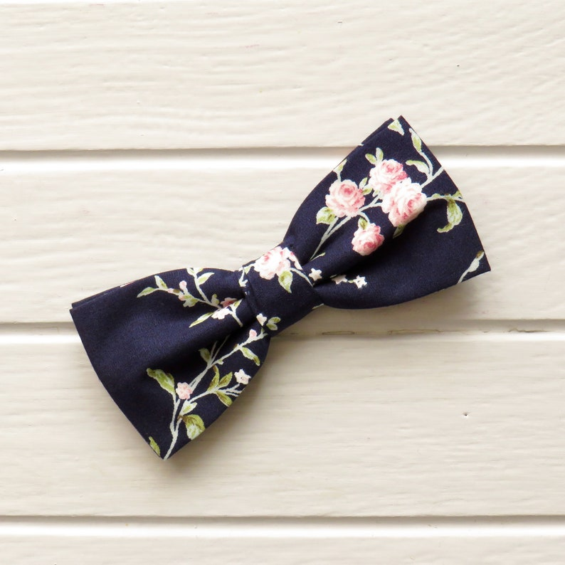 abb3ba17f245 Navy Blue Floral Bow Tie Pocket Square Pink Rose Bow tie | Etsy