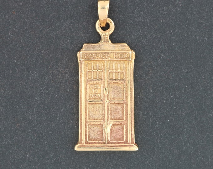 Tardis Pendant in Antique Bronze from Dr Who